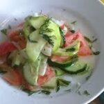 Салат из свежих кабачков, главное приготовить заправку